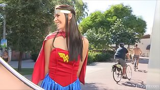 Amateur Wonder Woman flashes everyone