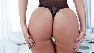 Big ass blonde fingers herself