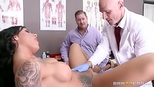 Tatted-up bitch bangs her hot doctor
