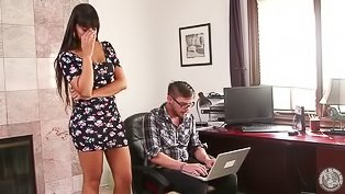 Tanned brunette MILF gets to suck dick