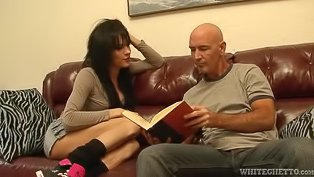 Lanky t-girl bangs her new daddy